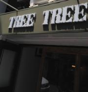東中野Tree Treeの看板