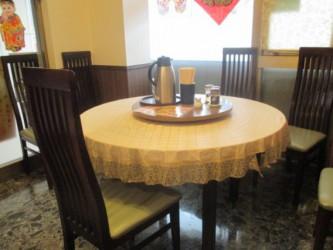 東中野4丁目・新楽園の丸テーブル