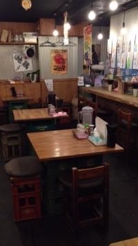 東中野4丁目の「ビストロ de 麺酒場 燿」の店内のようす