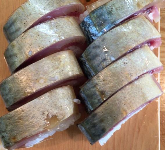 中野駅北口ふれあいロードの榮寿司の鯖棒寿司