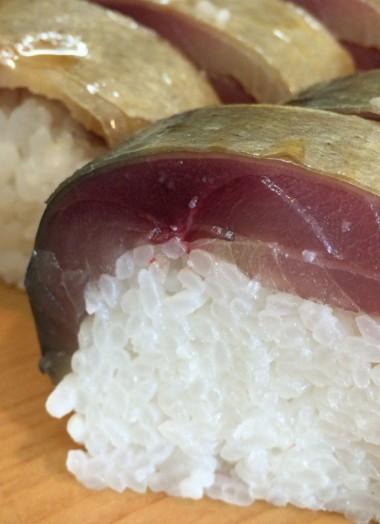 中野駅北口ふれあいロードの榮寿司のサバ棒ずし