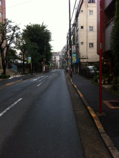 東中野本通りを東中野駅に向かいます