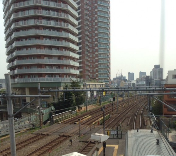東中野駅ベックスの窓から見る景色
