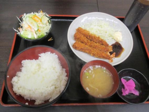高円寺北口のキッチンポパイの定食~エビフライとサラダ