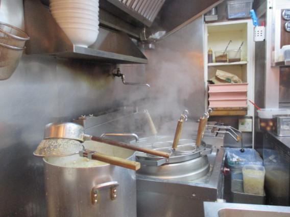 東中野3丁目天鳳の厨房