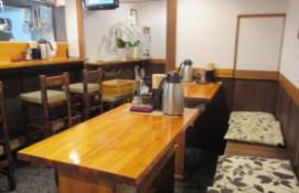 東中野5丁目「つけ麺 しろぼし」のテーブル席