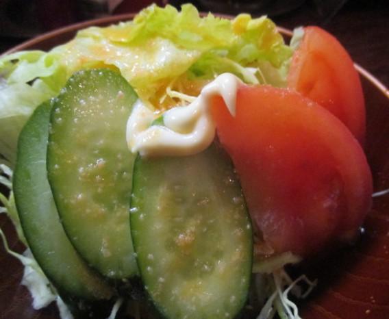 高円寺高架下クロンボのサラダ