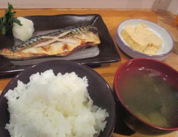 東中野5丁目bubuの鯖塩焼き定食