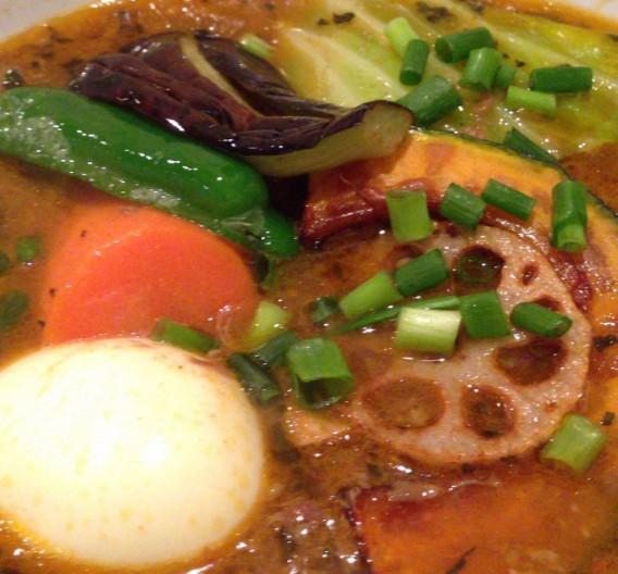東中野4丁目のカフェ&ダイニング「カーニャパッソ」の牛すじと野菜のスープカレー