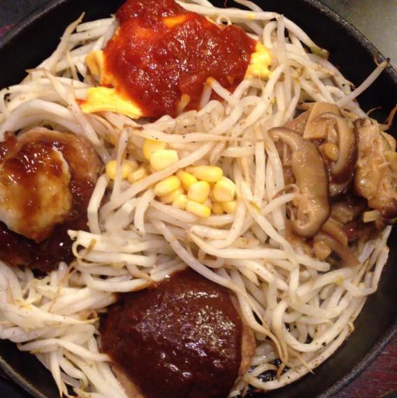 高円寺北口の洋食店「スター☆バーグ」の4種ハンバーグ