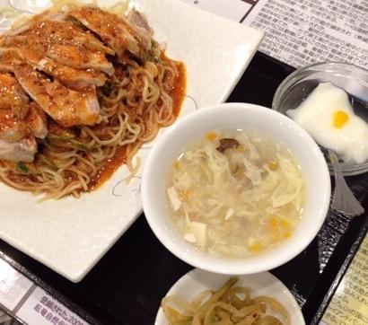 高円寺南口の四川料理豆の家の麺セット