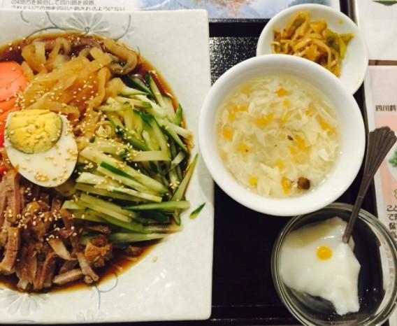 高円寺南口の四川料理豆の家の冷やし中華セット
