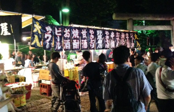 氷川神社2014年秋の祭礼参道の露店