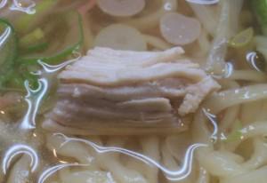 東中野一丁目楓家の塩ラーメンの蒸し鶏