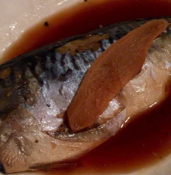 中野駅北口の大衆食堂「キッチンことぶき」の鯖煮