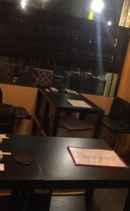 落合駅徒歩二分、東中野4丁目の焼肉バーカランコロン東京のテーブル席