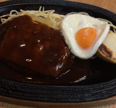 中野駅のハンバーグ専門店・ハンバーグハウスのチーズハンバーグ