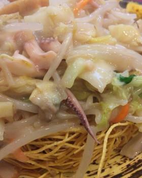 北新宿百人町交差点そばの中華料理まるしんの皿うどんより