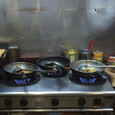 阿佐ヶ谷駅北口のインド料理「バンダり」の調理スペース