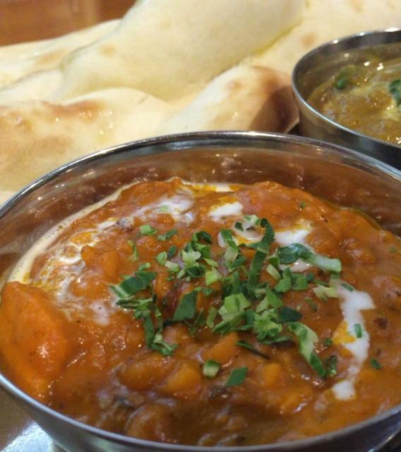 阿佐ヶ谷駅北口のインド料理「バンダり」のナンとカレー