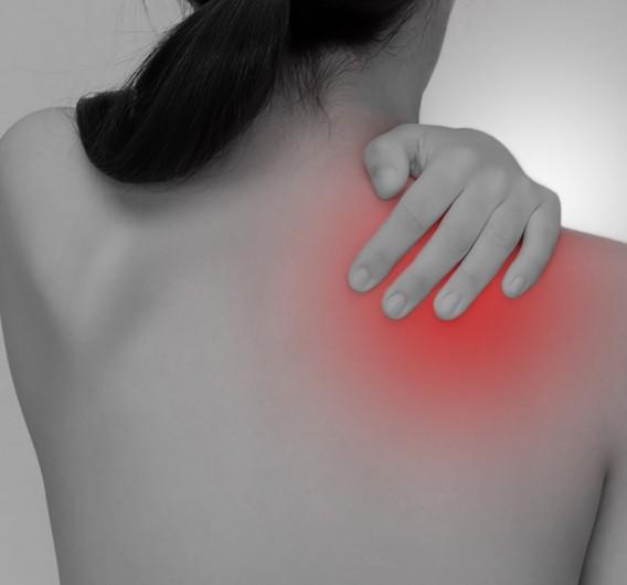 背中の上部、首や肩の付け根や肩甲骨に凝り感が ある時のセルフケア、セルフメンテナンス法をお伝えします